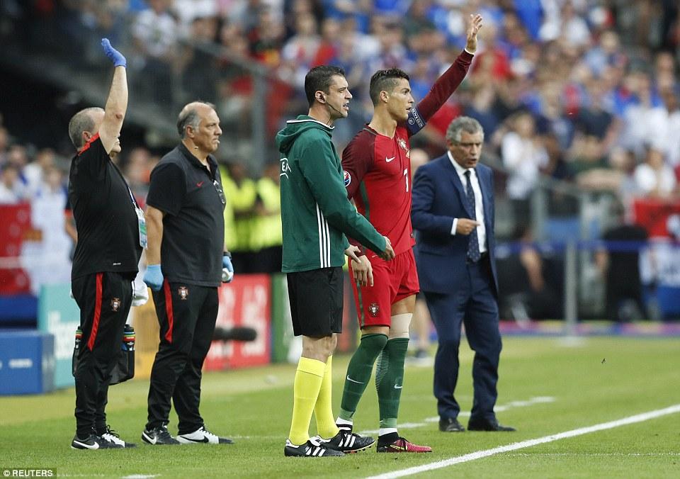 3623B4CB00000578-3683538-Portugal_were_given_a_boost_just_moments_later_when_Ronaldo_retu-a-48_1468189358093